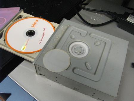 DVD-RW Liteon เปิดถาดไม่ออก แกะดูแม่เหล็กด้านใน